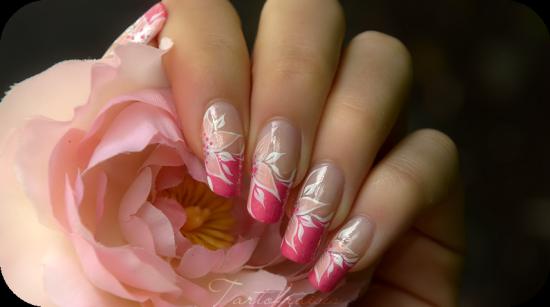 nail art fleur tartofraise