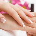 Remplissage et retrait des faux ongles avec la lime électrique