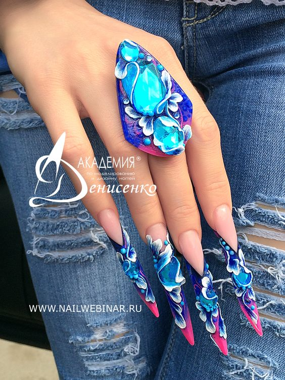 ongles stiletto fleurs roses bleues relief
