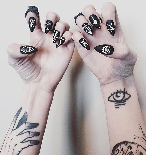 halloween satanist nails