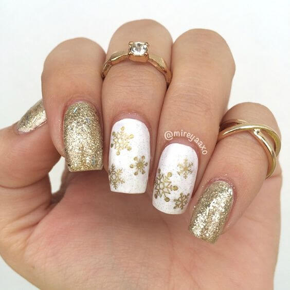 nail art flocon de neige or paillettes