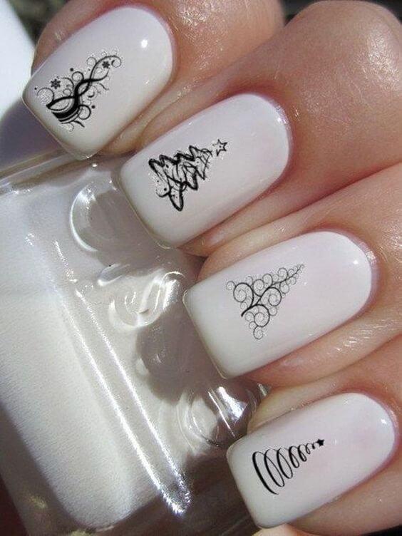 nail art sapin epuré noir et blanc