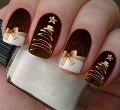 nail art sapin epuré or