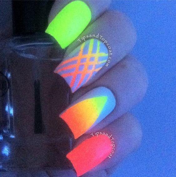 glow nail art 3
