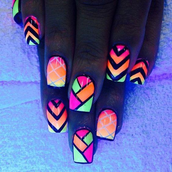 glow nail art