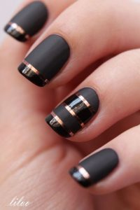 striping tape nail-art