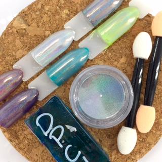 Valérie Ducharme - pigments holographiques nail art