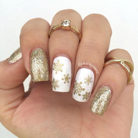 nail art flocon de neige or paillettes